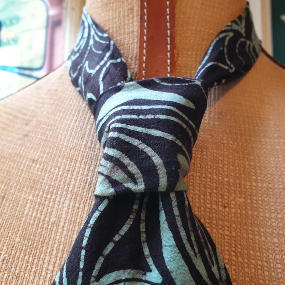 Bricks Vintage Batik Tie and Square Set